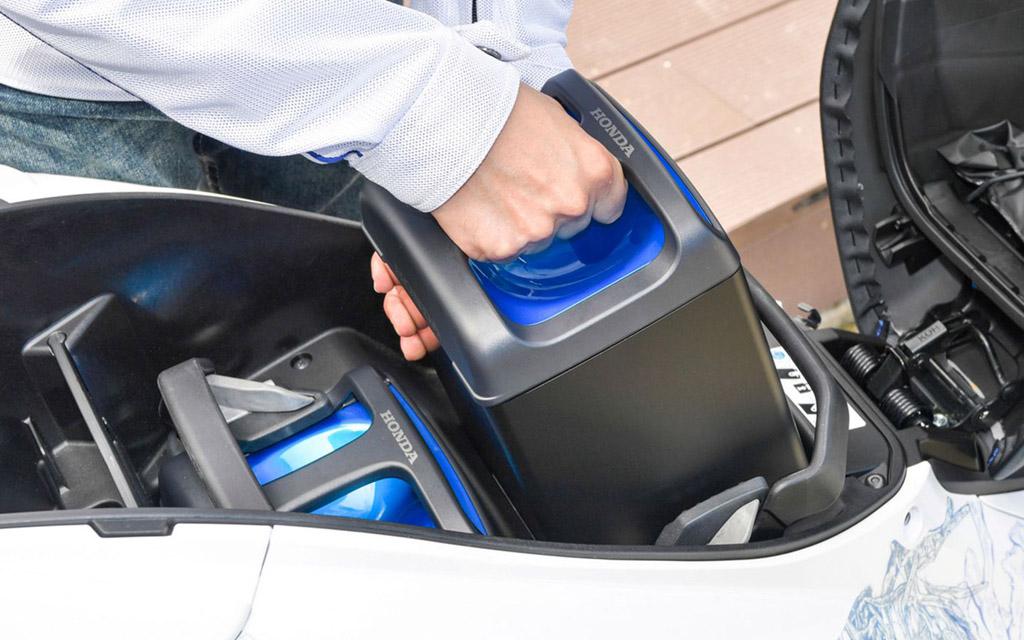 Batteries interchangeables sur les motos, quatre constructeurs s'engagent